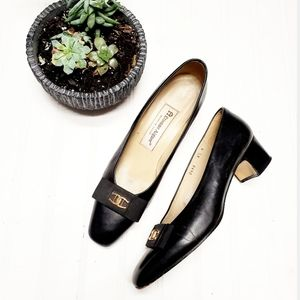 🎉Etienne Aigner Retro Black Emblem Leather Heel🎉